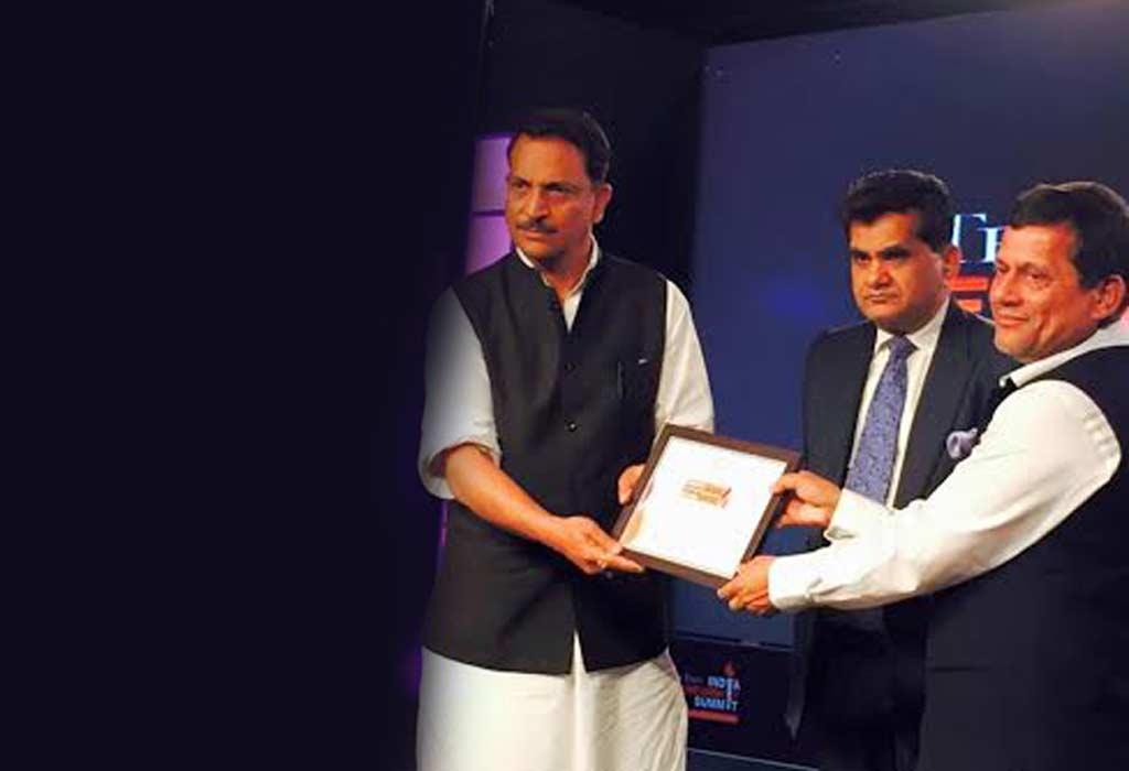 ET Award to Achyuta Samanta .Hall of Fame Award at World CSR Congress